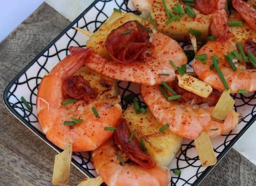 Brochettes de crevettes au chorizo et ananas