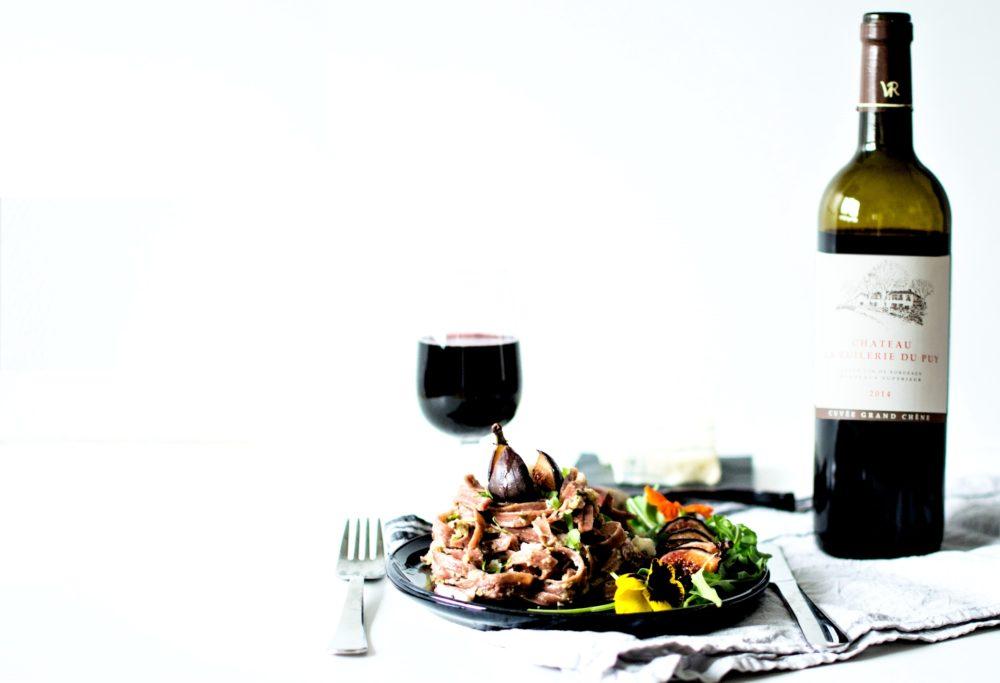 Tagliatelles de betteraves au pesto d'oseille et noix, figues rôties et gorgonzola