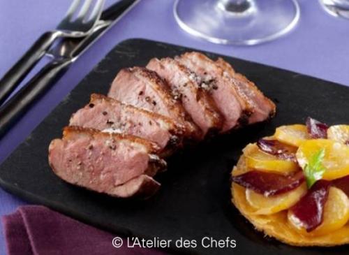 Magret de canard rôti et sa tatin de pommes de terre au magret fumé