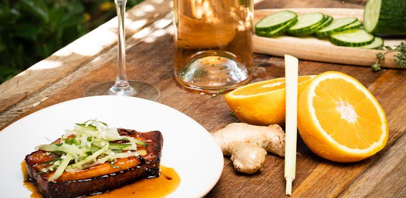 Ventrèche de Porc Laquée, Concombre, Coriandre et Sésame