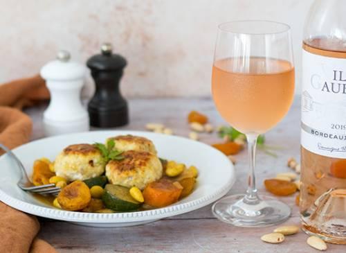 Tajine de boulettes de poulet aux abricots et aux amandes